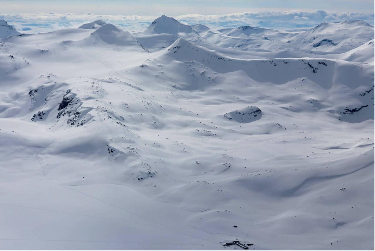 Midtre Høgvagltind sett fra nord. Foto: Thomas B. Svendsen. / Trygge toppturer