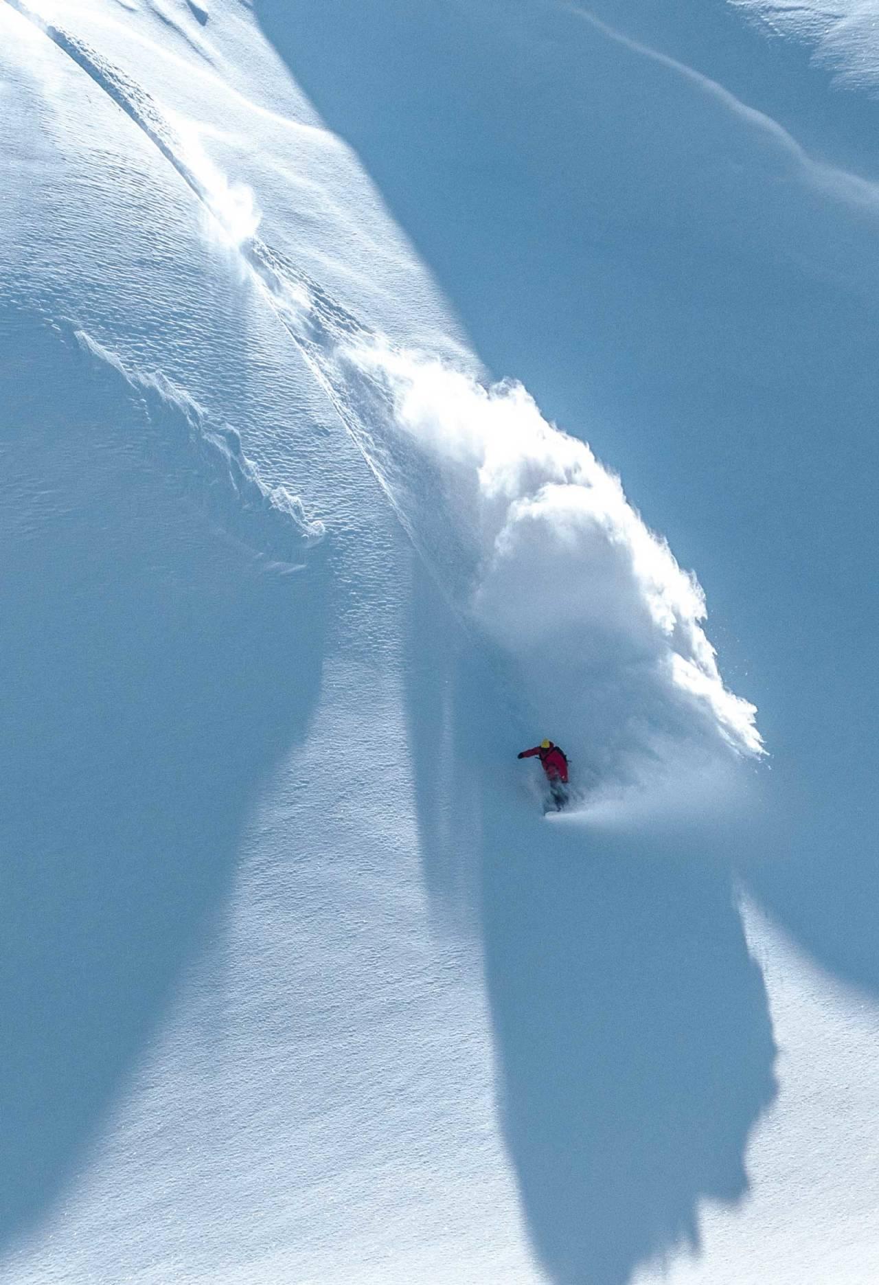 Riksgränsen-local Björn Lindgren er en av områdets flinkeste til å finne den dypeste snøen. Foto: Markus Alatalo / Toppturer rundt Narvik.