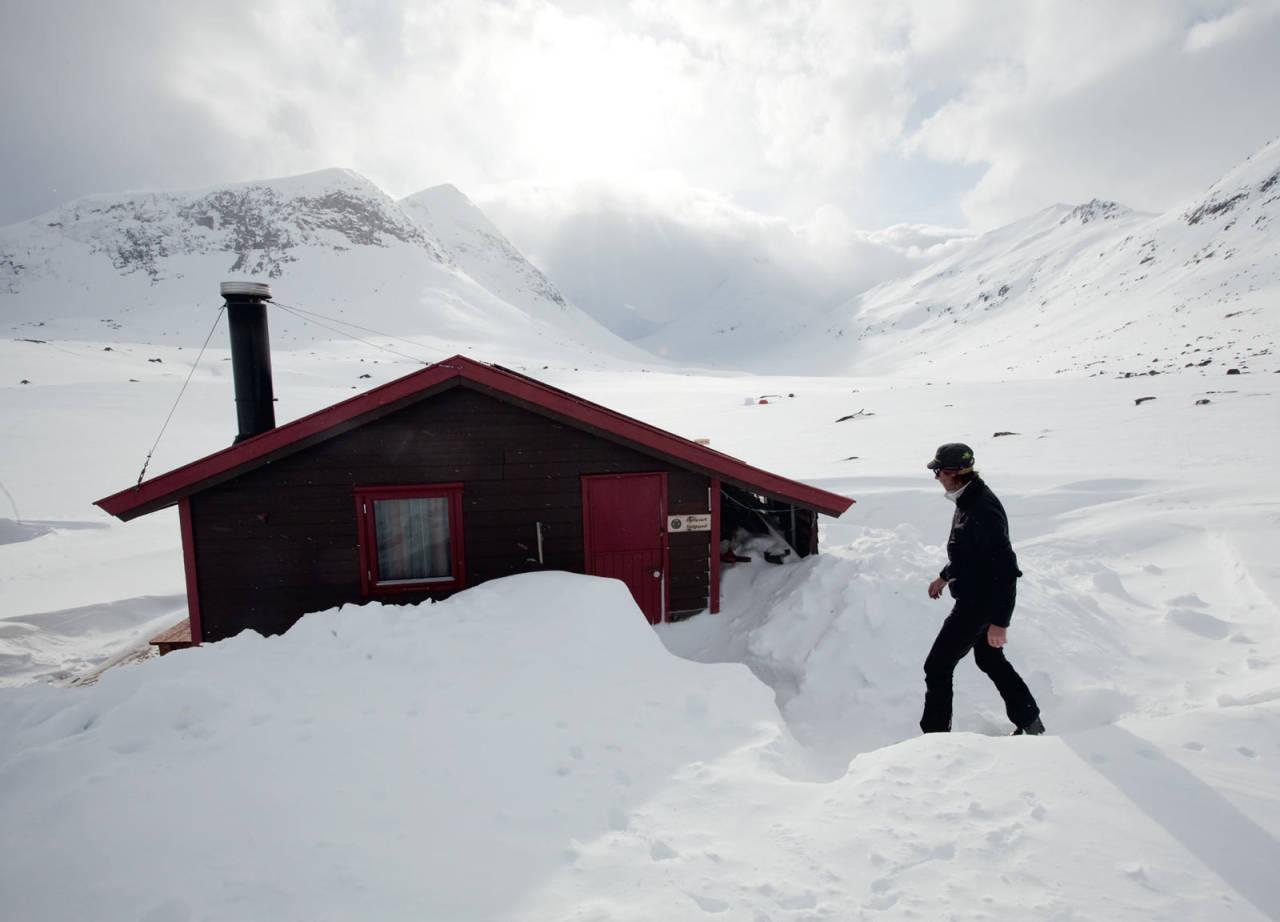 Hunddalshyttene har en flott beliggenhet, der tre daler møtes. Foto: Nicklas Blom / Toppturer rundt Narvik.