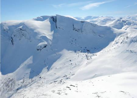Meraftestinden fra nord. Foto: Rune Dahl / Toppturer rundt Narvik.