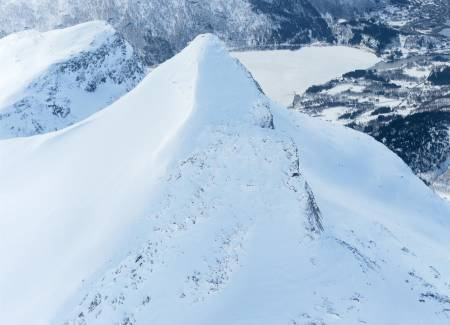 Niingen fra nord. Foto: Rune Dahl / Toppturer rundt Narvik.