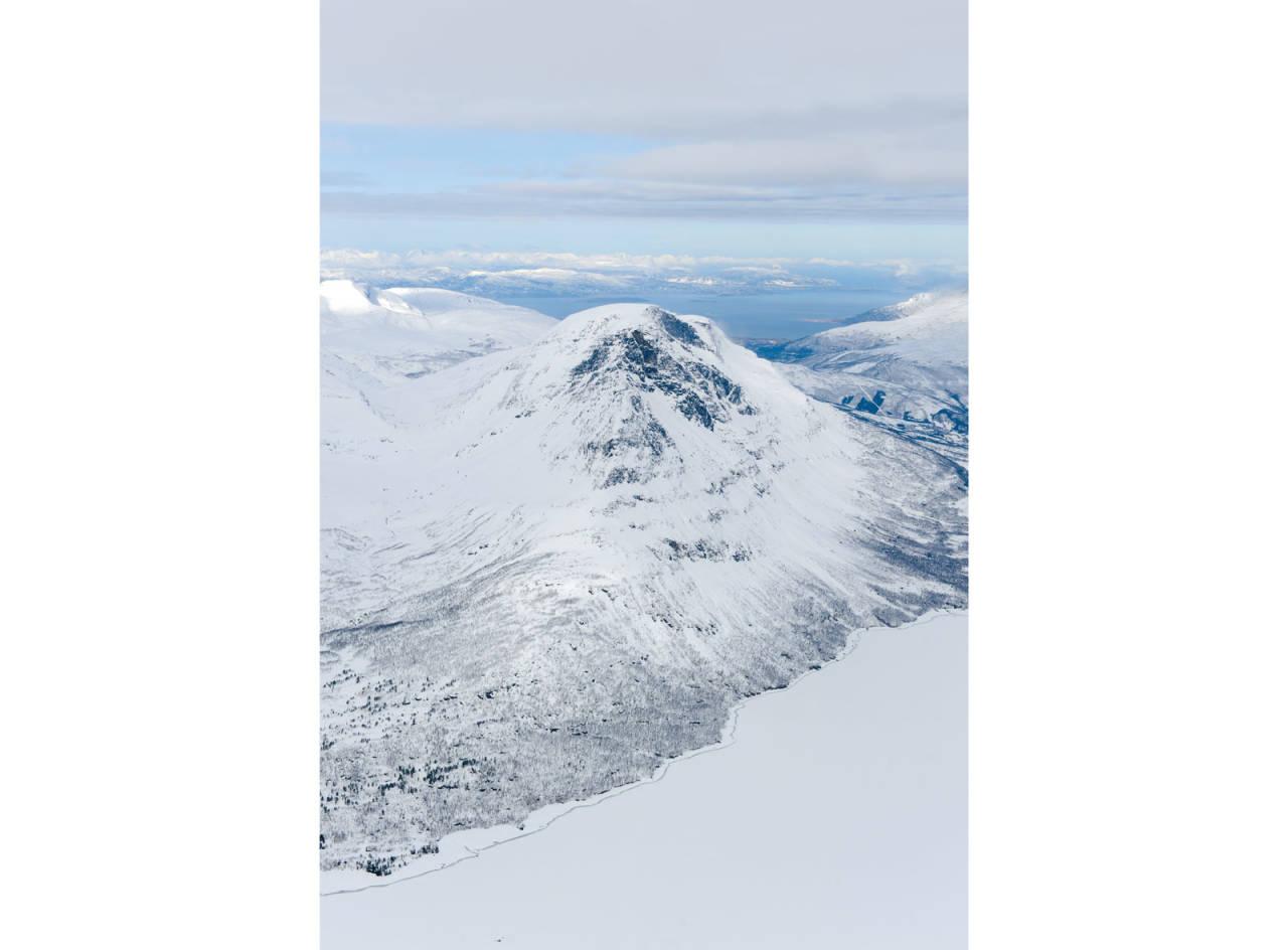 Novafjellet fra øst. Øvre del av Novatindsrenna er skjult på bildet. Foto: Rune Dahl / Toppturer rundt Narvik