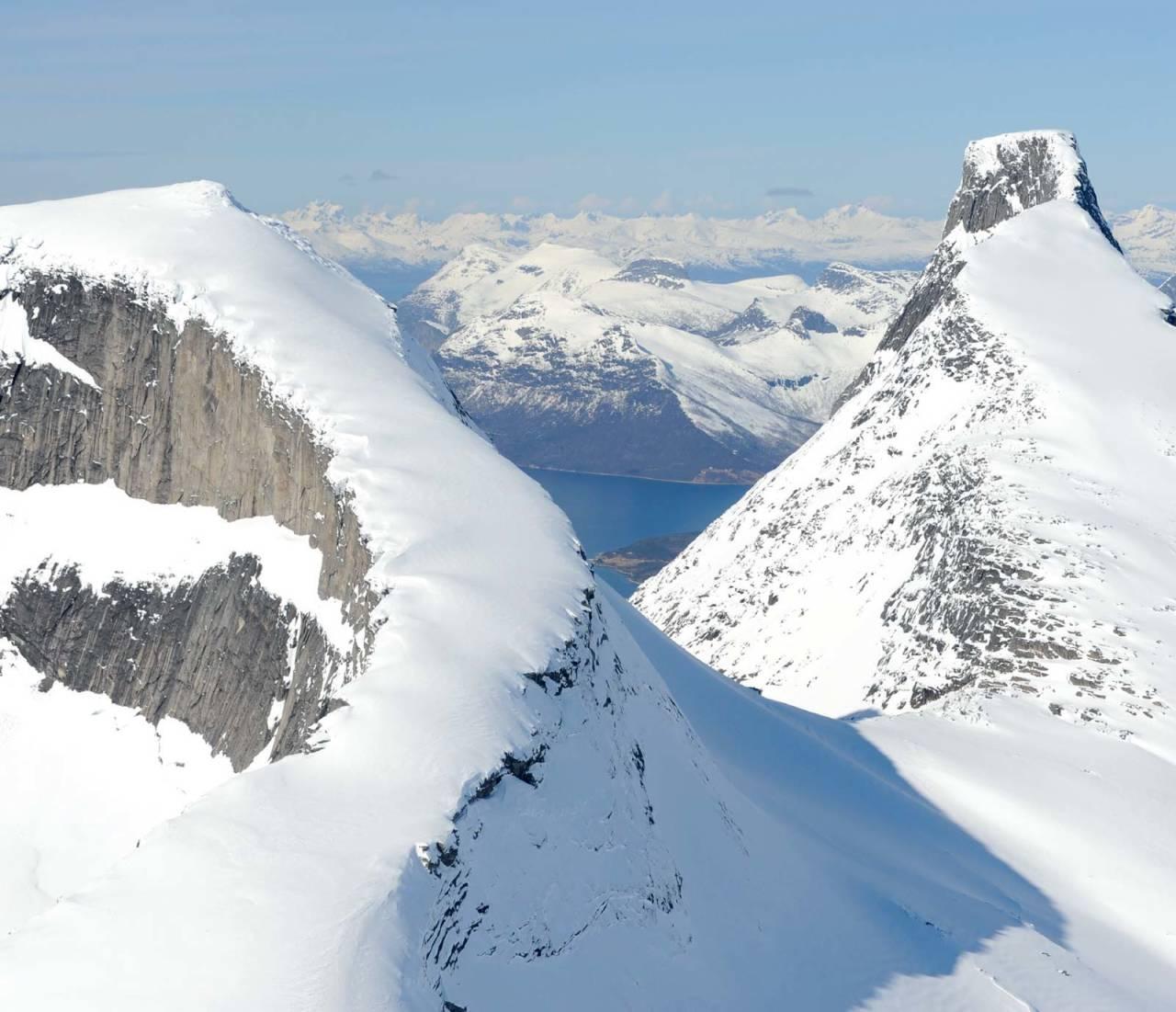 Presttinden fra sørøst, med Stetinden til høyre. Foto: Rune Dahl / Toppturer rundt Narvik.