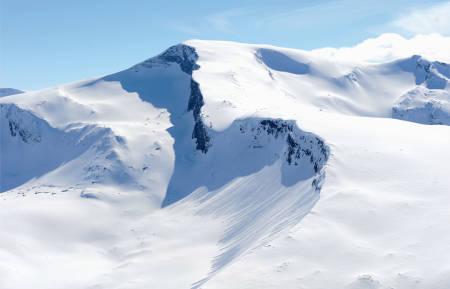 Toppartiet på Sandviktinden sett fra sør. Foto: Rune Dahl. / Trygge toppturer.