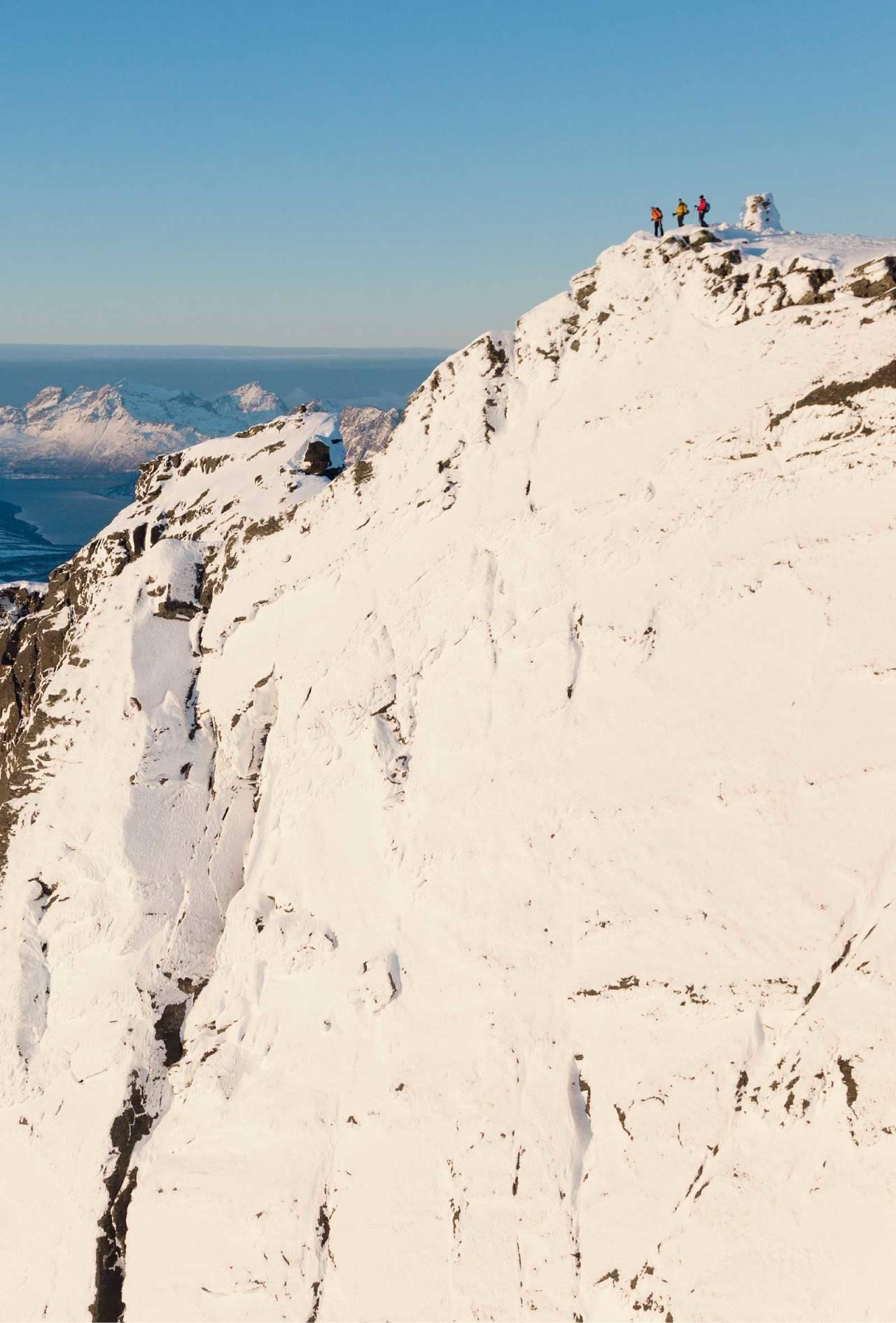 Toppen er spektakulær, og på ingen måte vanskelig å komme seg opp på som det kan virke på bildet. Foto: Fredrik Schenholm