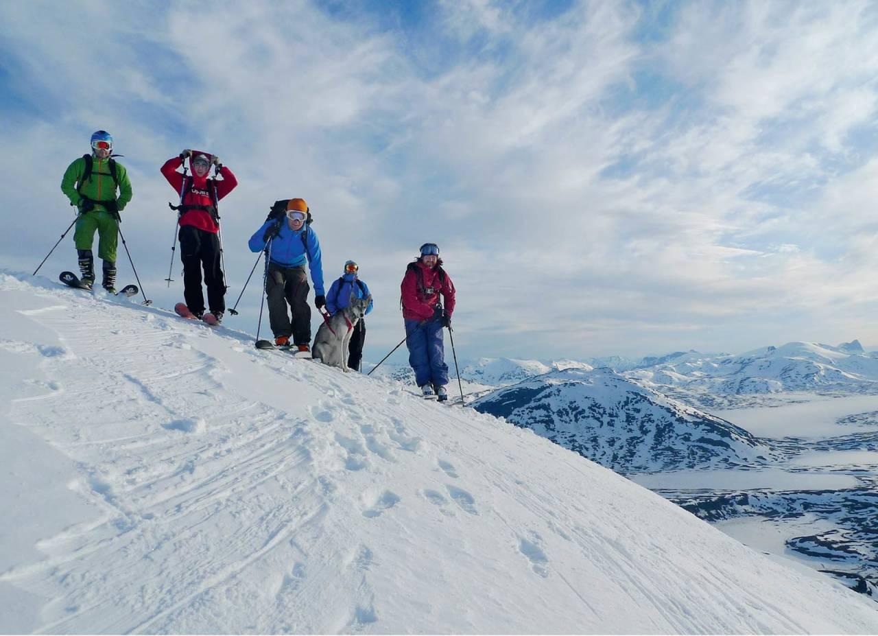 Sommerskitur på Storriten, med nysnø på toppen. Foto: Sture Pettersen / Toppturer rundt Narvik.