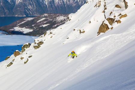 TROLLTIND: Trolltinden er en fantastisk fin topptur som stort sett går under 30 grader. Her finner Helge Gussiås finner deilig skiføre. Foto: Kjetil Volent
