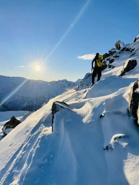 Starten på ryggen hvor vi spiste lunsj og tok skiene på sekken. Foto: Simen Enger