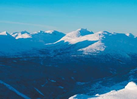 Døntinden 1676 moh fra toppturer i Romsdalen