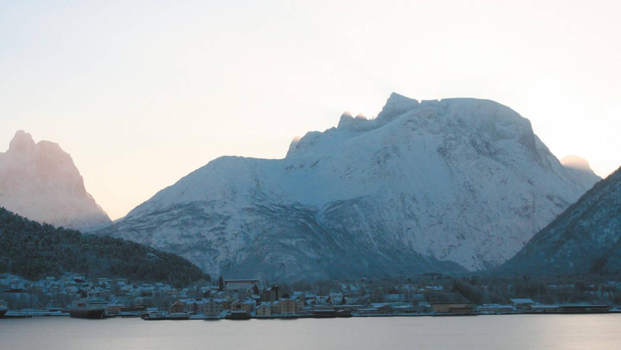 Nordre Trolltind 1482 moh fra Toppturer i Romsdalen