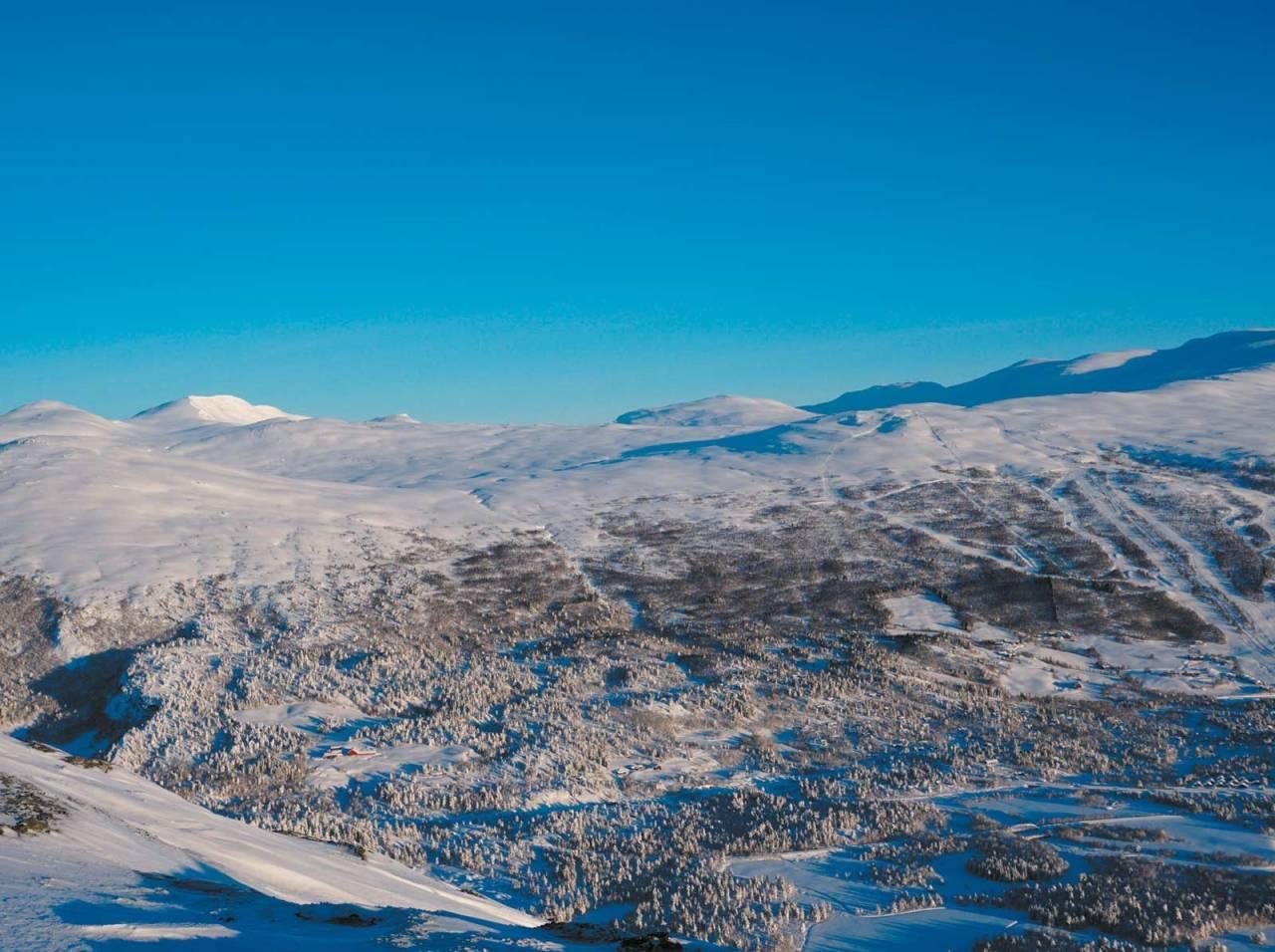 Toppen kan nås fra både skitrekket og fra Bjorli sentrum. Nedkjøringer vest for ruta er også flotte, men vil ha en høyere terrengklasse. Kast 1 og 2.