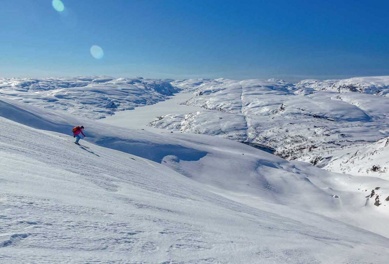 Ida Sollie er på vei ned Røsehola på Røseknuten. Foto: Lars Storheim