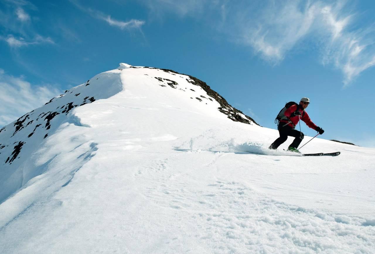 Frå toppen av Myrhønna ned vestryggen. Foto: Bjørnar Bjørhusda. / Toppturar i Sogn.