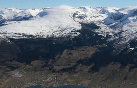 Skarsteinfjellet sett fra nordvest. Foto: Håvard Myklebust. / Trygge toppturer.
