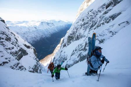 Det er alltid spennende å slite seg opp skiterreng som dette!