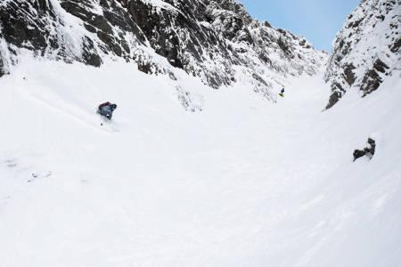 Robert finner ei lomme med fin snø i nedre del.