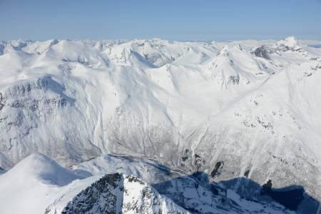 Fløtatinden sett fra øst. Det bratteste partiet er helt på toppen, så det er et godt alternativ å snu på Saufjellet. Foto: Ludvig Killingberg. / Trygge toppturer.
