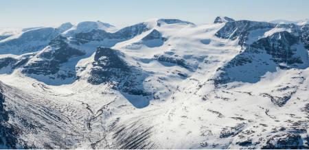 Kongskrona sett fra nordøst. Dronningkrona til høyre. Foto: Espen Schive/Toppturer i Norge