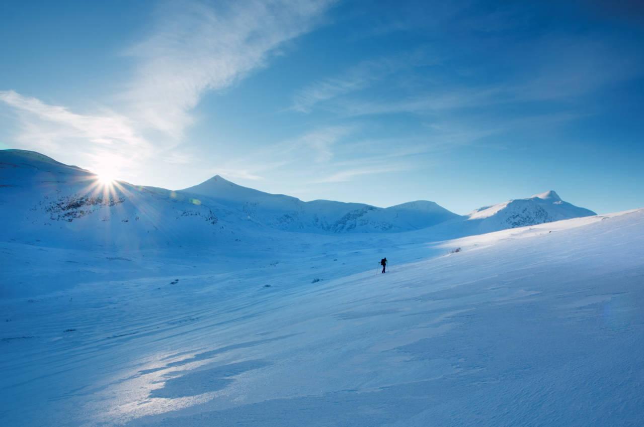 På veg mot Puttegga ein kald vinterdag. Foto: Johan Kistrand.