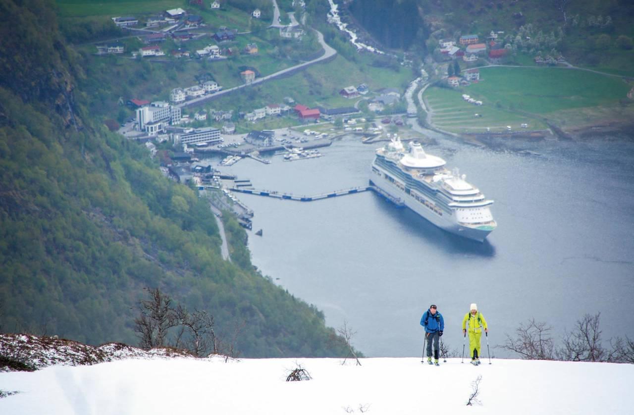 Cruiseturistar på vårskitur? Foto: Håvard Myklebust.