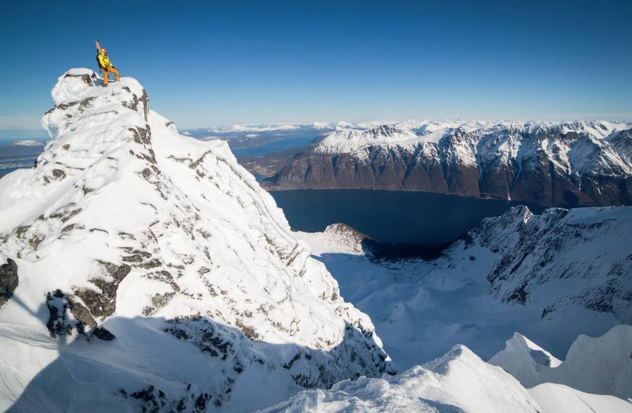 Fint utsyn frå toppen mot Hjørundfjorden. Foto: Håvard Myklebust