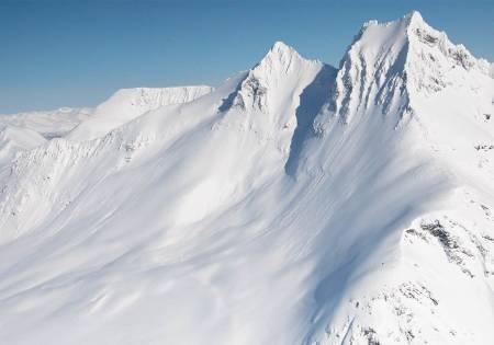 Draumelinja ned frå Store Smørskredtind kan berre køyrast av erfarne alpinistar på absolutt skredtrygge dagar. Foto: Eirik Vaage.