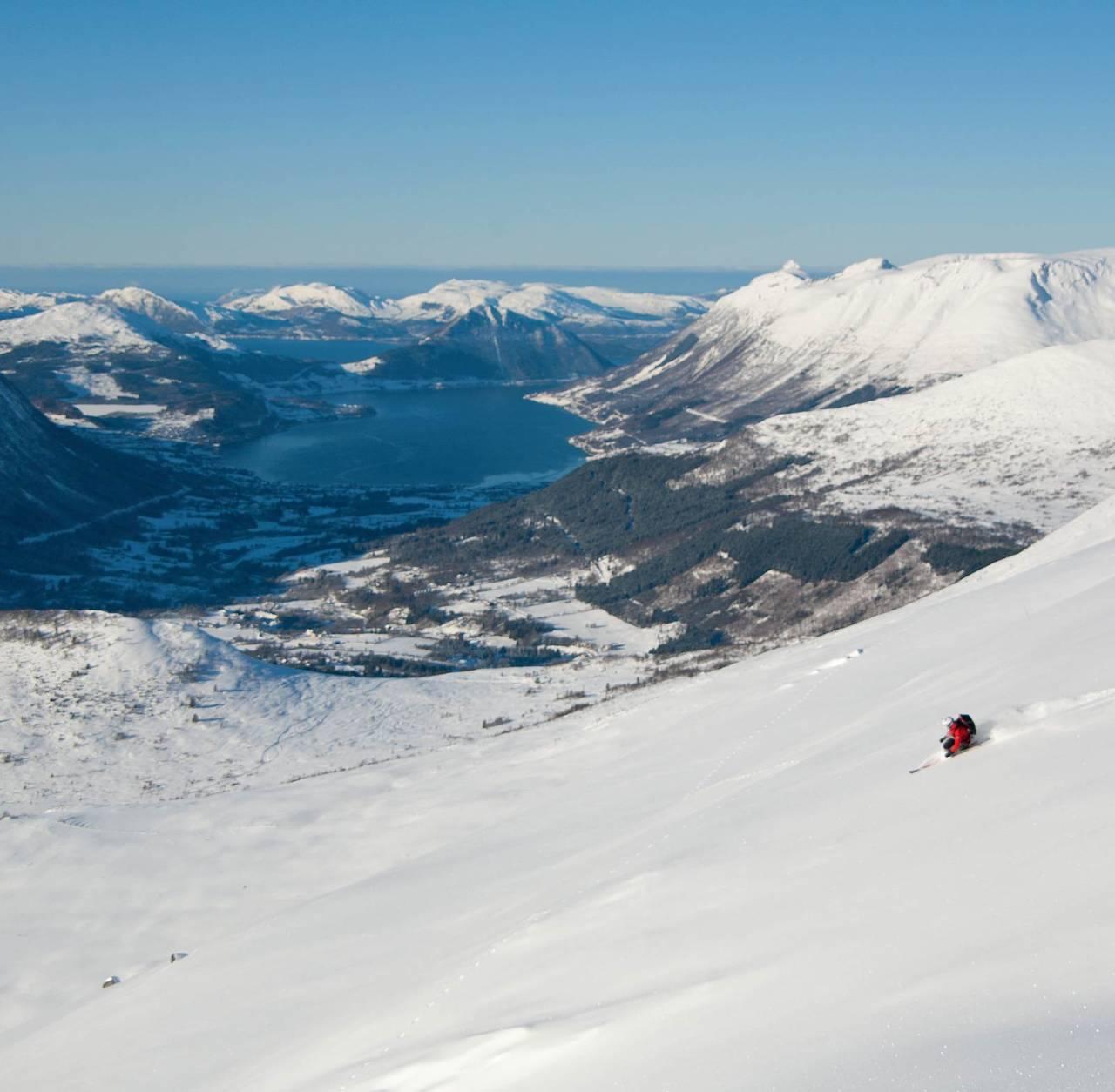 Stor og flott side ned mot turløypa. Ørsta bak. Foto: Håvard Myklebust.