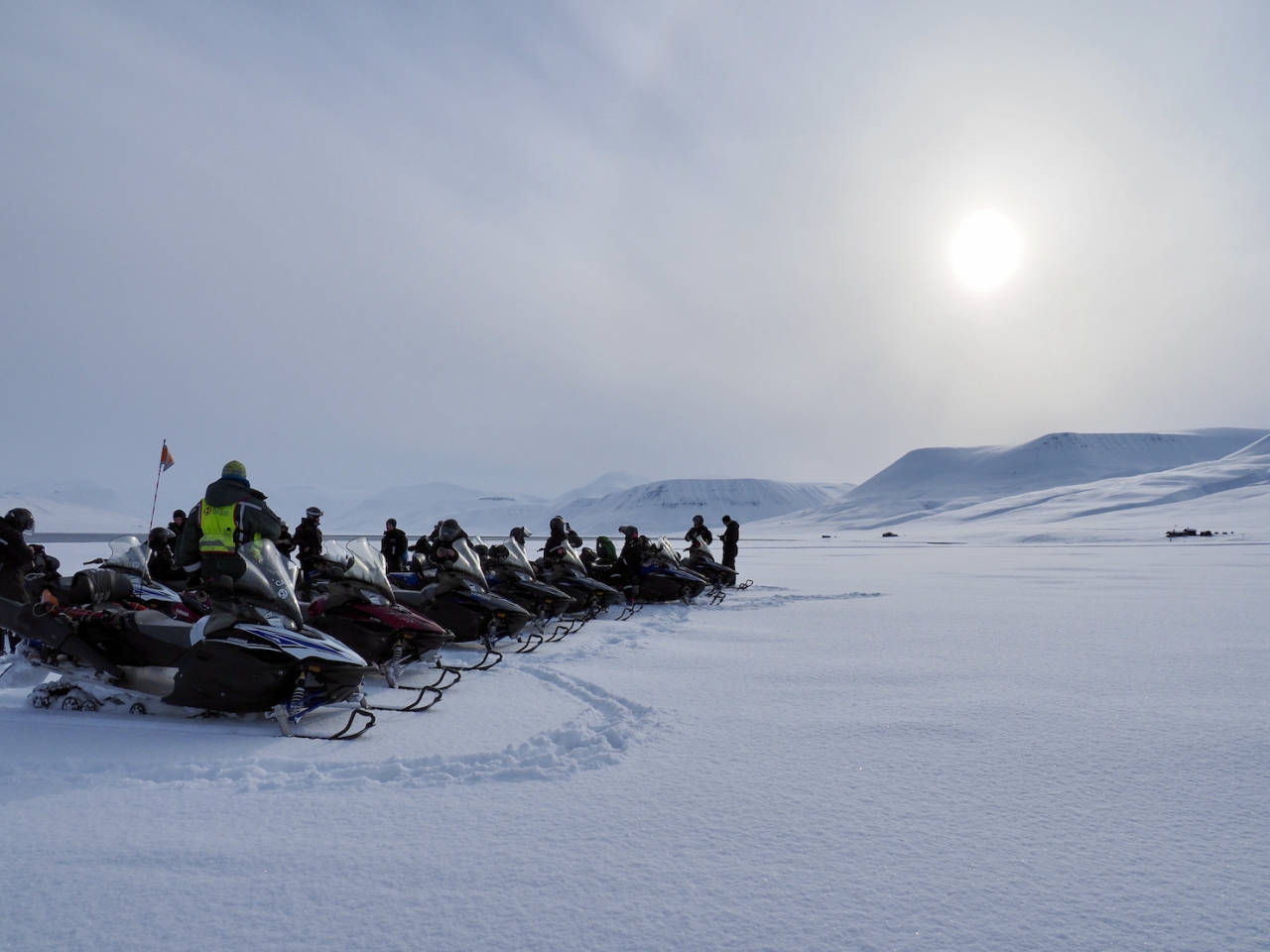 Svalbard korona snøscooter ski