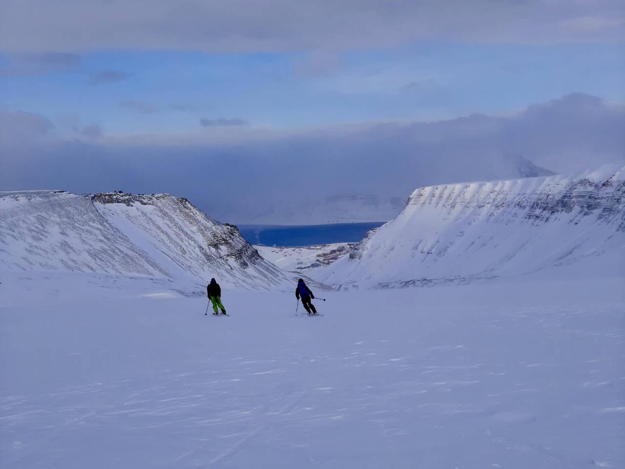 SPENNENDE TOPPTURDESTINASJON: Svalbard er en perle for seg selv når det gjelder topptur; men det krever litt planlegging om du skal på topptur på ski her. Foto: Lisa Kvålshaugen Bjærum