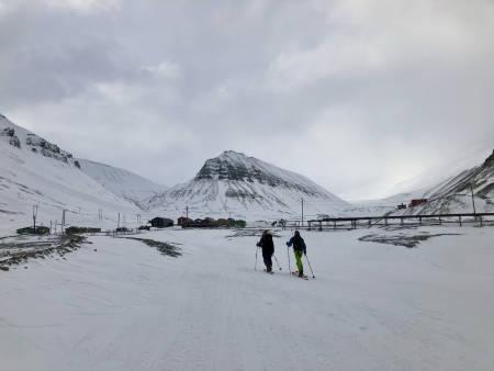 På vei forbi Nybyen. Foto: Lisa Kvålshaugen Bjærum