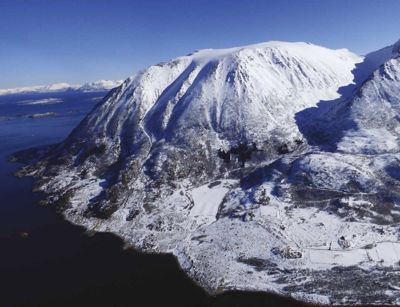 Hattfjellet 856 moh fra Toppturer rundt Harstad