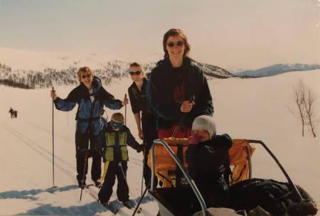 Bildetekst: Familien på tur ankommer Koven.