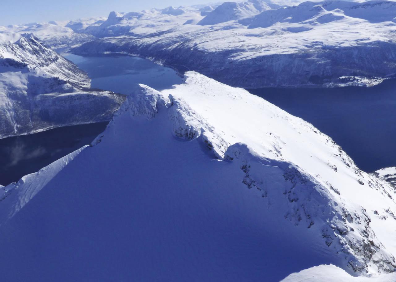 Kråkrøtinden 1187 moh fra toppturer rundt Harstad