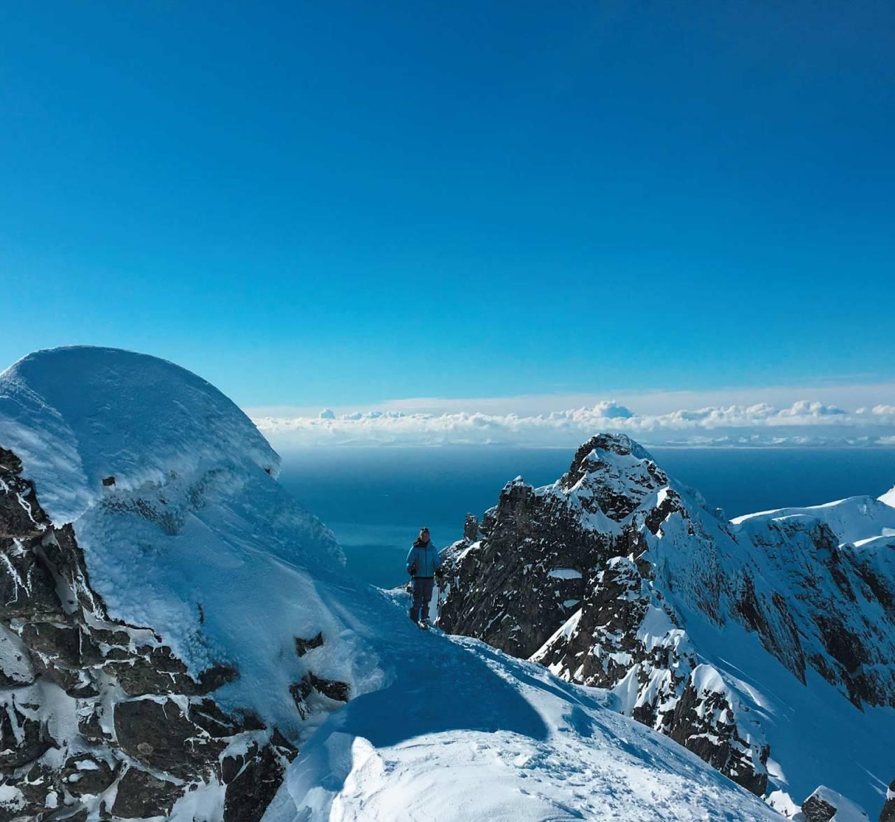 Kine Bråten nyter det gode liv på Kvænan. Foto Jim Grønvold. / Toppturer i Troms