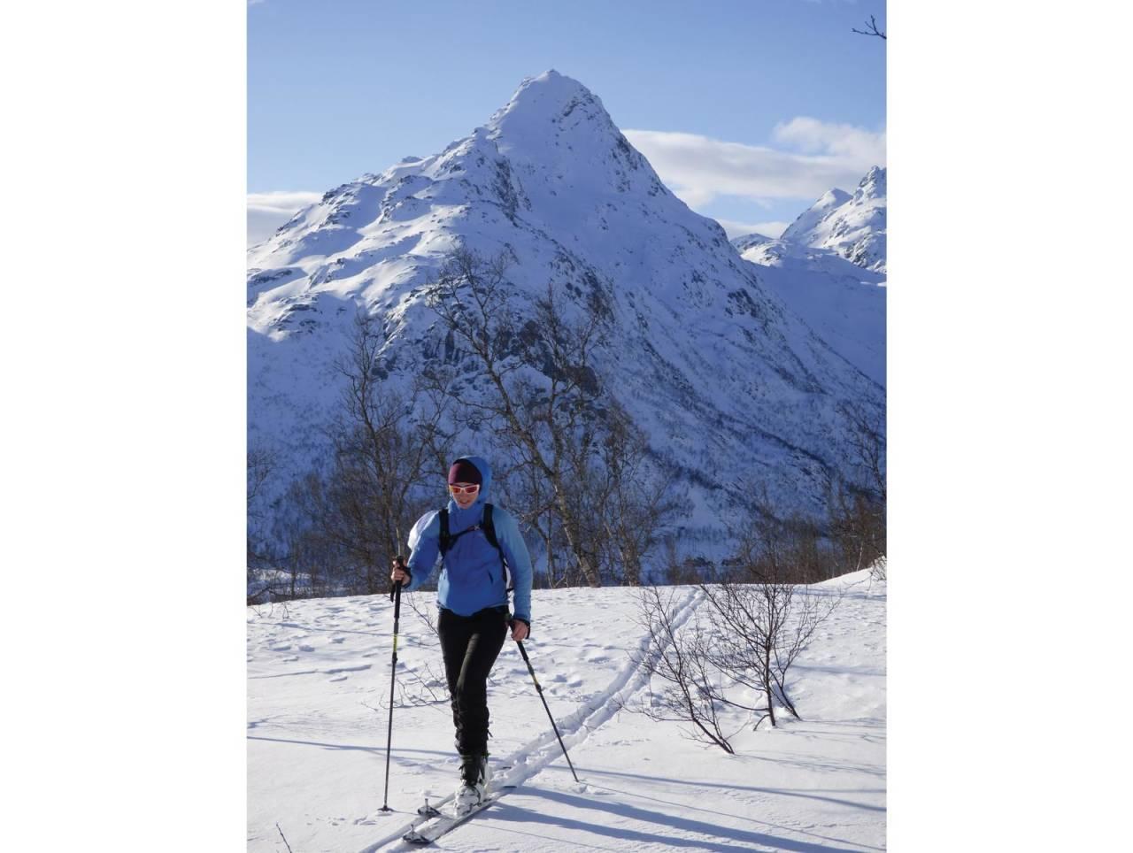 Ragnhild B Mikkelsen på rundtur fra Storvatnet til Lakselvtindan, så Forselvtind og ned Forkledalen.