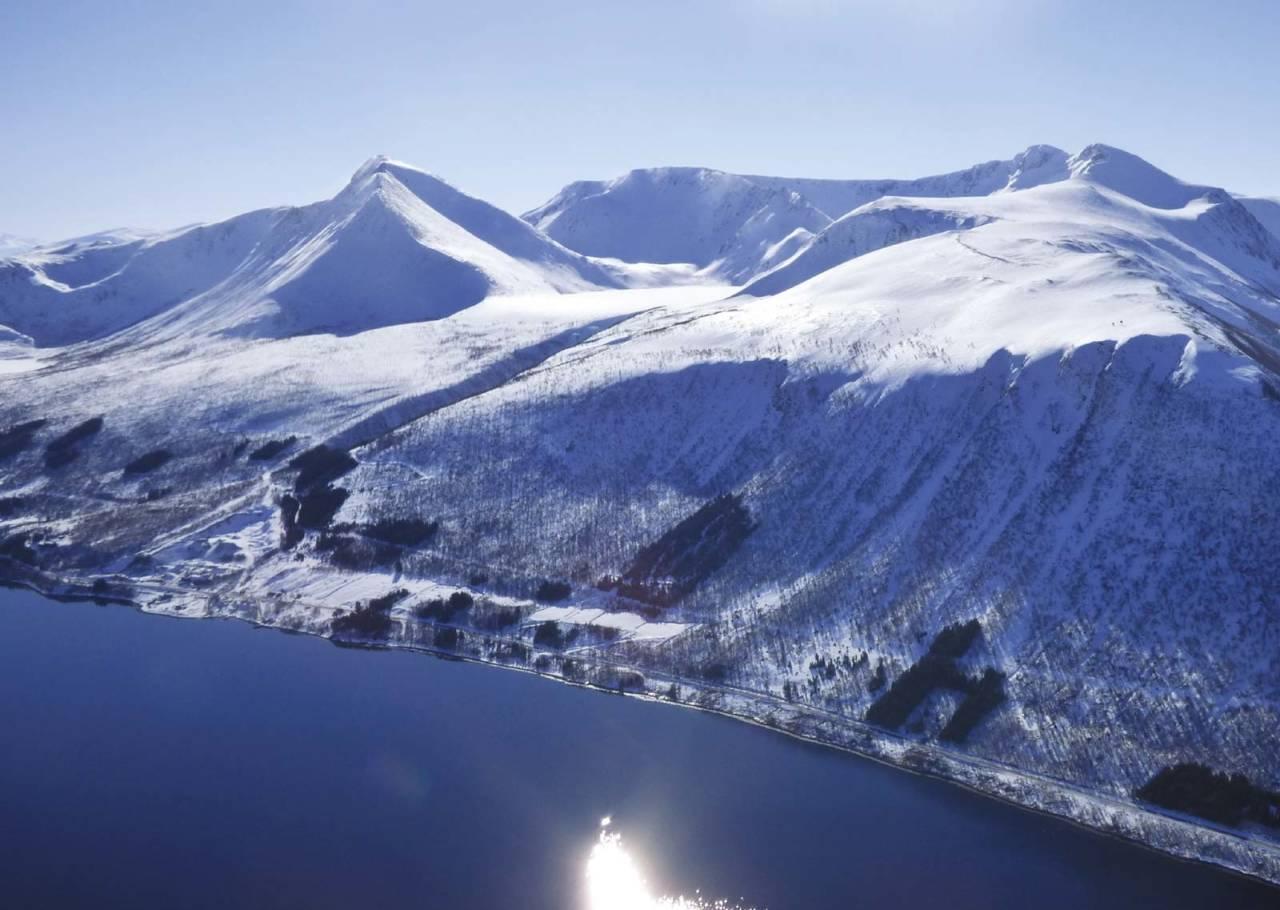 Middagstinden 923 moh fra Toppturer rundt Harstad