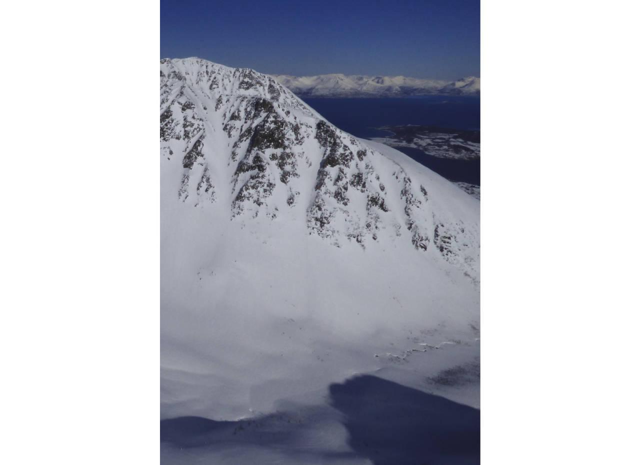 Skjellesvikgalten 800 moh fra Toppturer rundt Harstad
