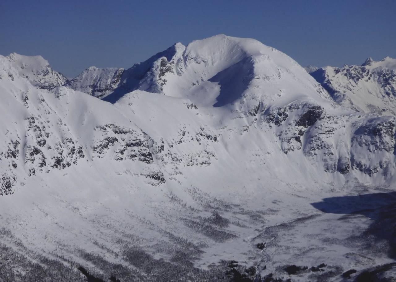 Snøtinden 1215 moh fra Toppturer rundt Harstad