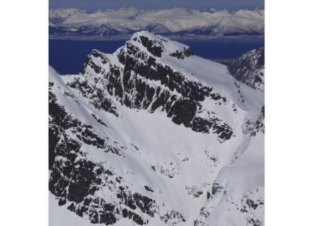 Svartskardtindan 833 moh fra Toppturer i Harstad