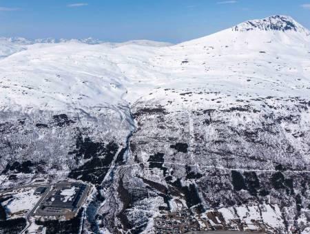 Tromsdalstinden fotografert fra sør. Foto: Jan R. Olsen. / Trygge toppturer.