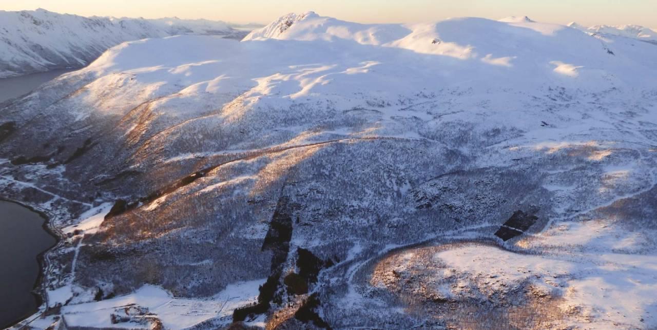Tverrfjellet 899 moh fra Toppturer rundt Harstad