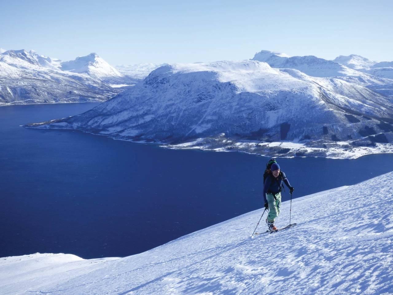 Håvard Skomedal Torvanger i godt driv opp Lasselitinden på nok en dag med mye skiglede i fjellet.