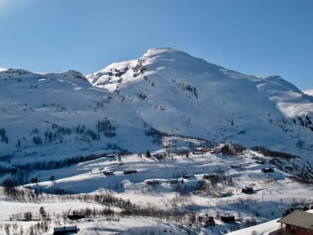 Urdshovd er et fjell med mange alternative nedkjøringer. Du kan enten starte fra Myrdal og så havne ned på Vatnahalsen Høyfjellshotell igjen.