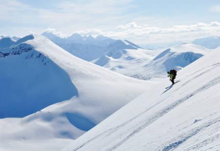 DEN SISTE NEDKJØRINGA: Torben Rognmo på vei ned fra Russelvfjellet, snart nærmer langturen seg sluttet – og hvilken tur det ble!  Bilde: Espen Nordahl