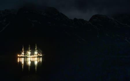AN-SEIL: Anmarsj? Den tar vi per båt. Foto: Timme Ellingjord
