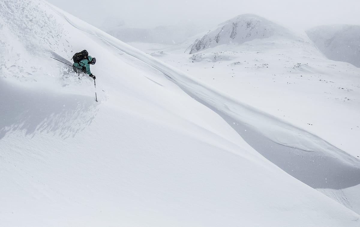 GUIDING: Høgruta i Jotunheimen er et av stedene det er populært med guida toppturer i Norge. Nå ser Nortind på muligheten for å tilby et eget utdanningsløp for skiguider. Foto: Christian Nerdrum