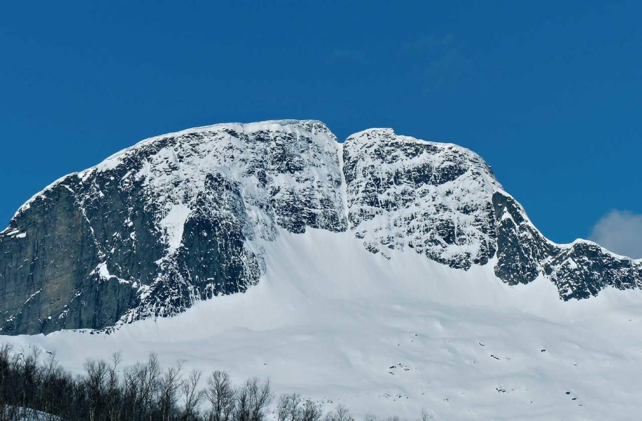 I nordøstsøkket (10.3) over Kjerringvika med Sjunkfjorden og Foldafjorden i bakgrunnen. Foto: Tor Erik Slette. / Toppturer rundt Bodø.