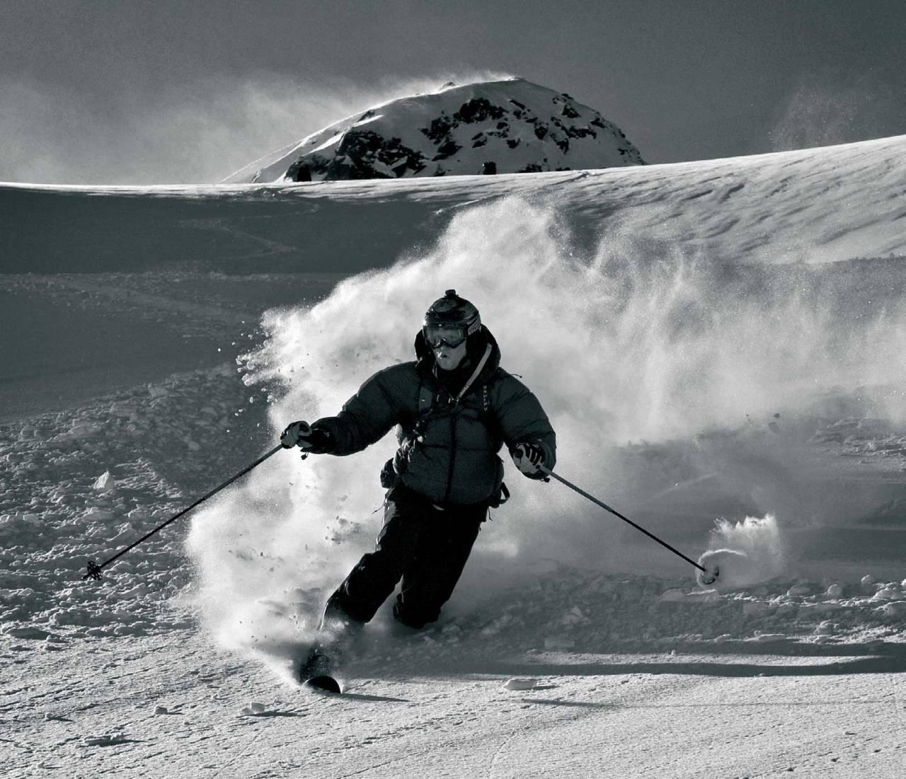 Remi Bendiksen på tur ned fra Leiråtinden. Foto: Geir Amundsen. / Topptur rundt Bodø.