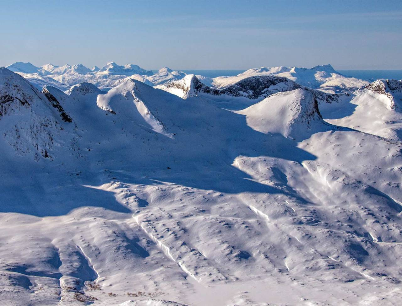 Børtindan, med Ryptinden i midten, sett fra nordøst. Foto: Torgeir Kjus. / Trygge toppturer.