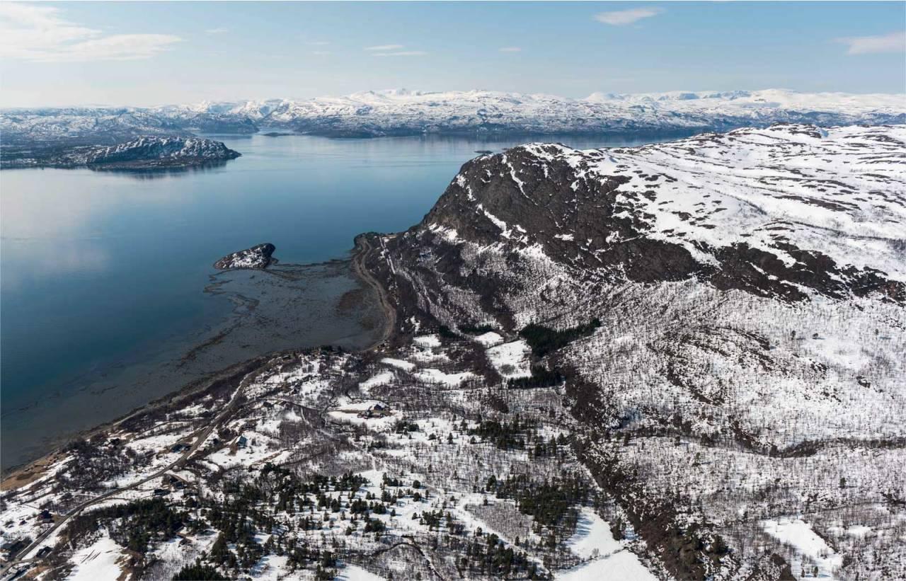 Kista fotografert fra øst. Foto: Jan R. Olsen. / Trygge toppturer.